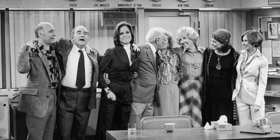 Mary Tyler Moore cast embracing