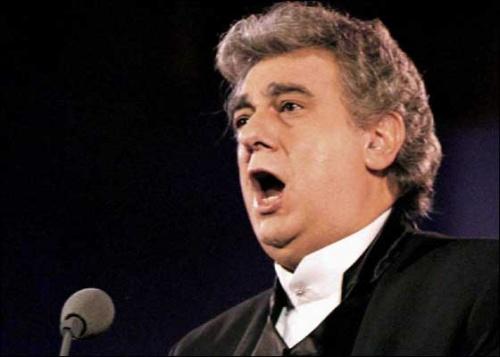Placido Domingo singing