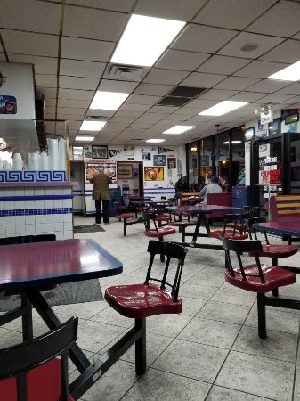 Windy City Gyros interior